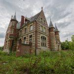 Chateau Sous Les Nuages